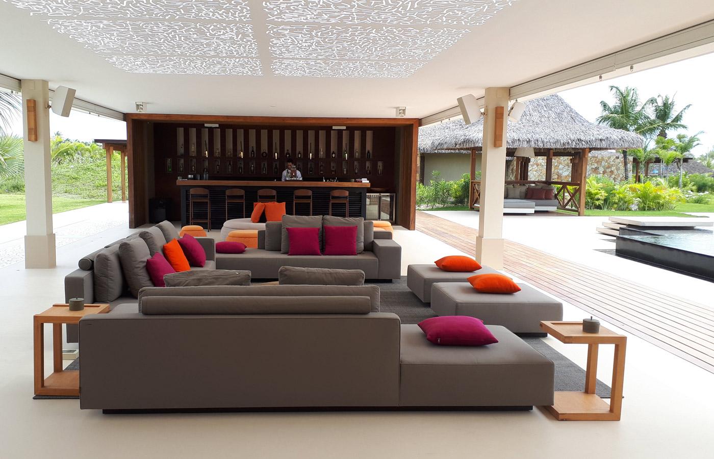 Bar lounge at Hotel Casana,  luxury hotel in Prea Brazil