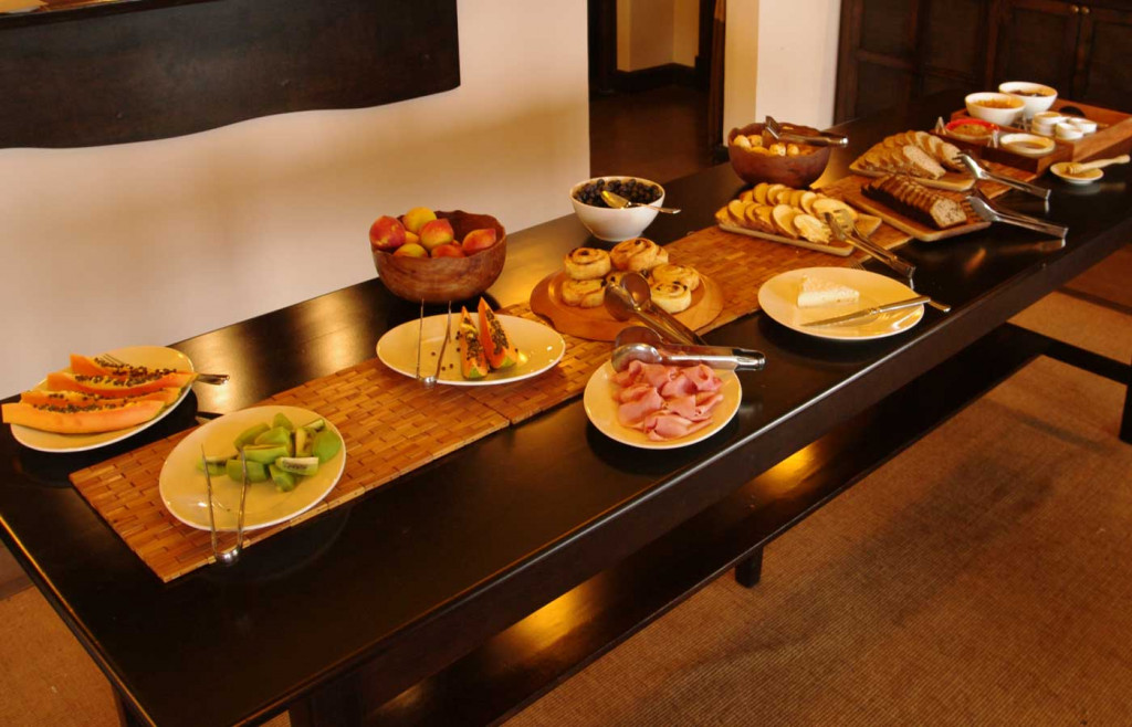 A fresh buffet-style breakfast spread at Puerto Valle