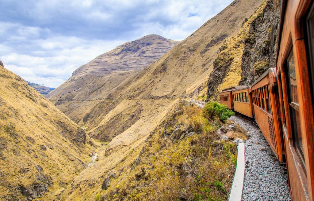 The Tren Crucero passes Riobamba