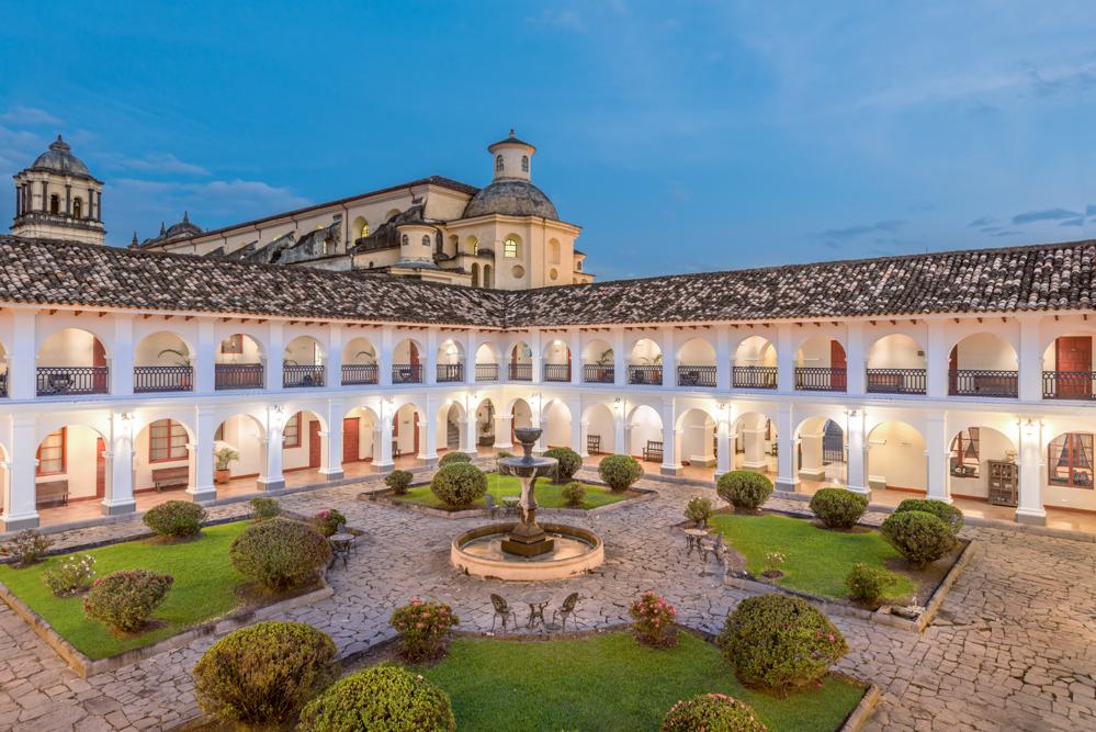 Patio Central — Hotel Dann Monasterio (Popayan, Colombia)